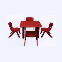 CHILDREN SQUARE TABLE IN PE (K/D)