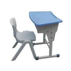 CHILDREN HALF MOON TABLE IN PE (K/D)